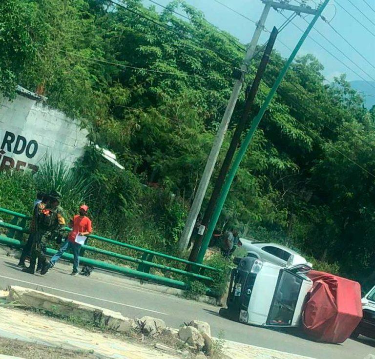Aparatoso accidente automovilístico sobre la carretera internacional