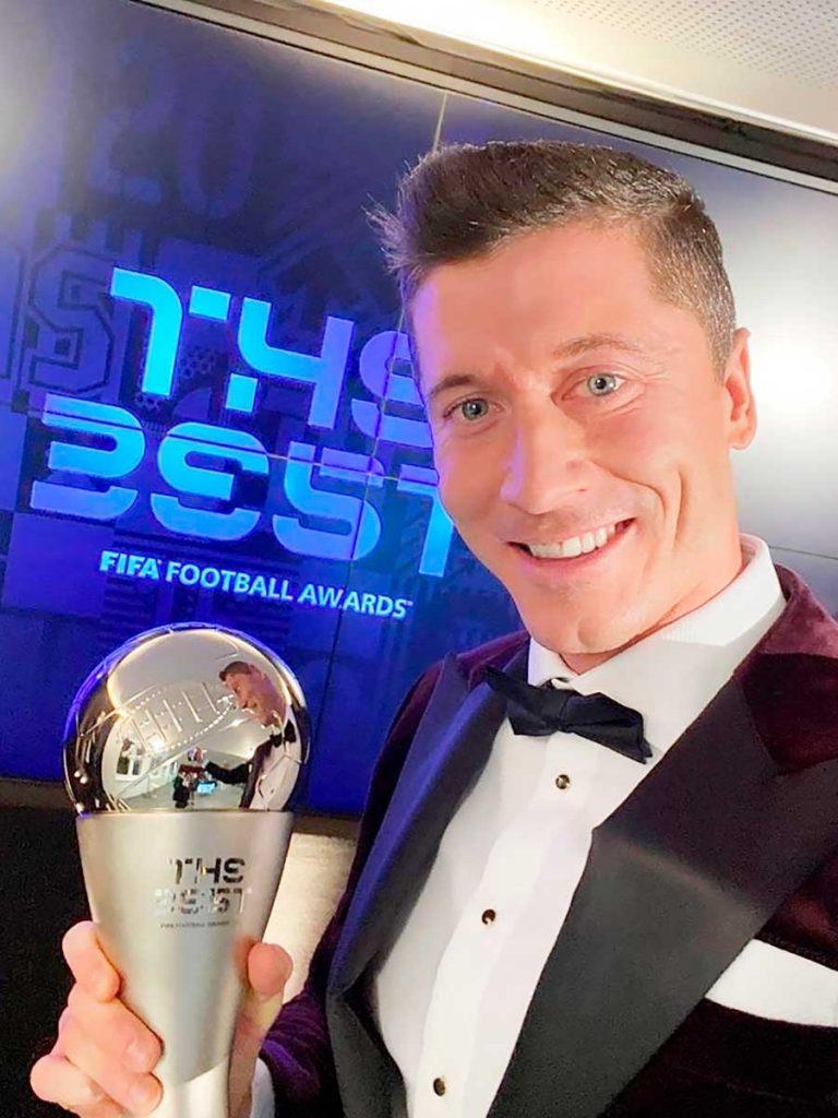Lewandowski protagonizó una controvertida tapa de revista tras ganarle el The Best a Messi y Cristiano Ronaldo