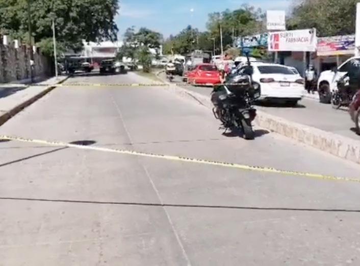 Supuesto agente policiaco baleado en calles de Palenque